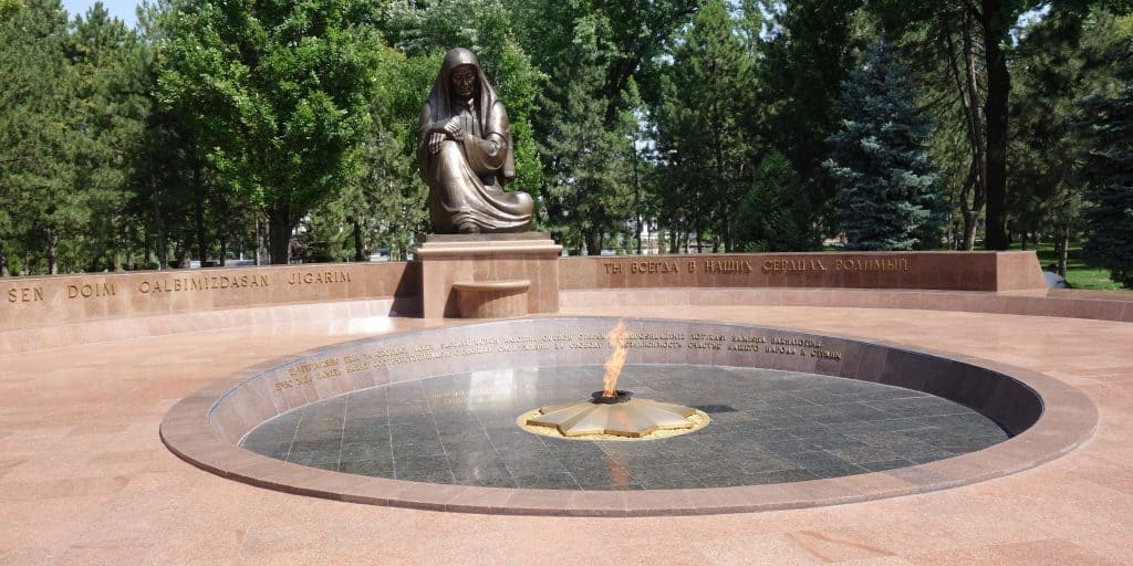 Crying Mother Monument, Tashkent