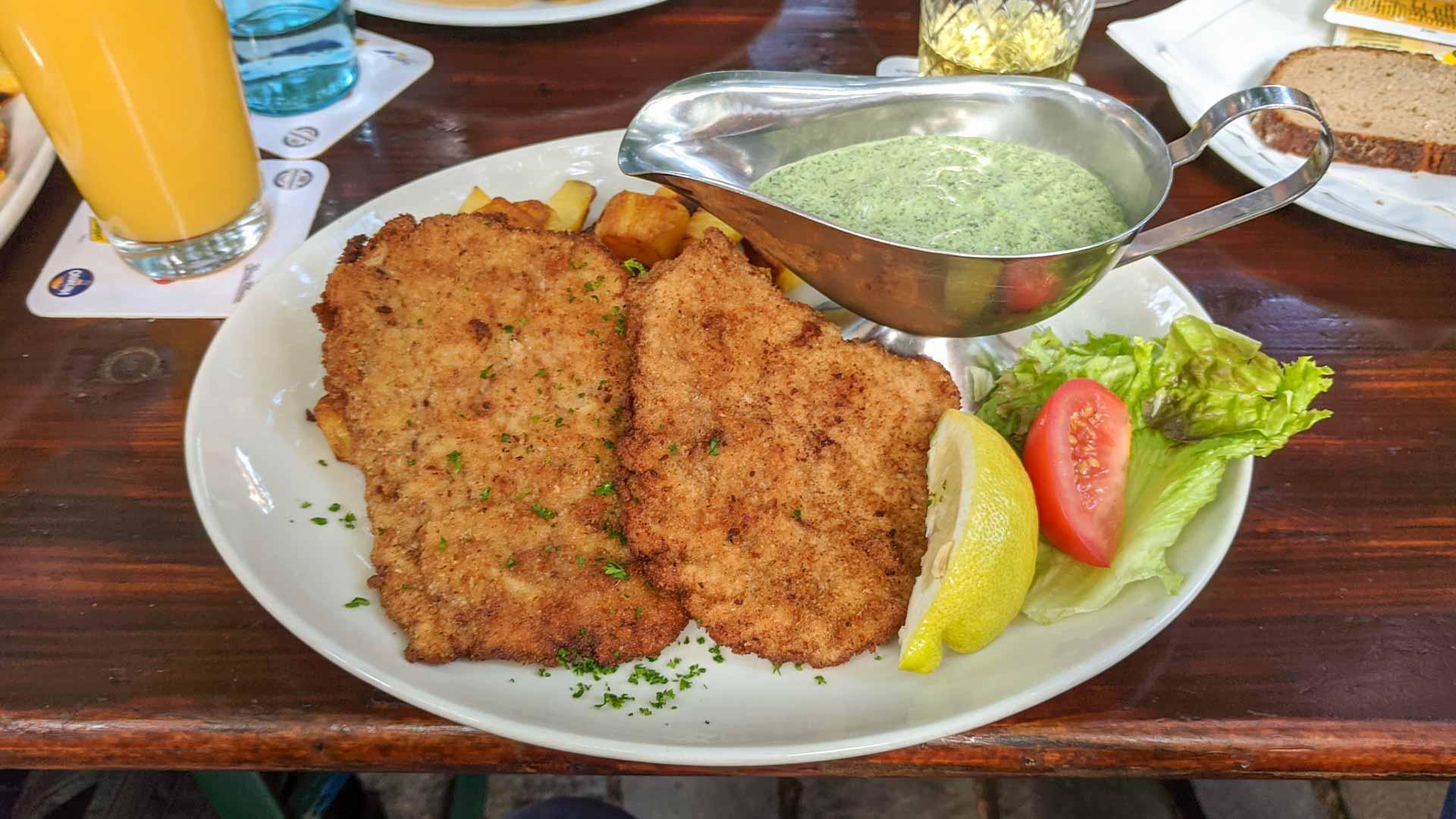 Schnitzel mit gruner sosse