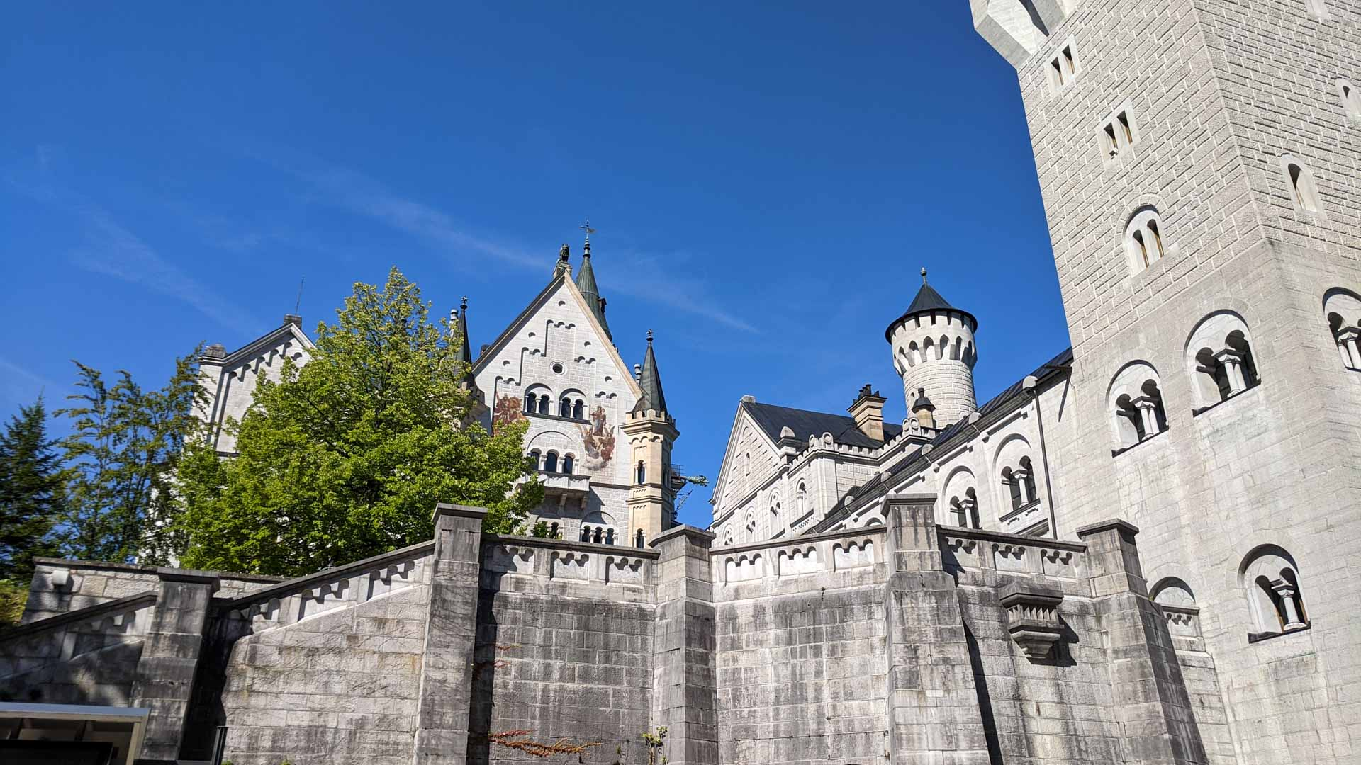 Photo of the courtyard of Newschwanstein castle