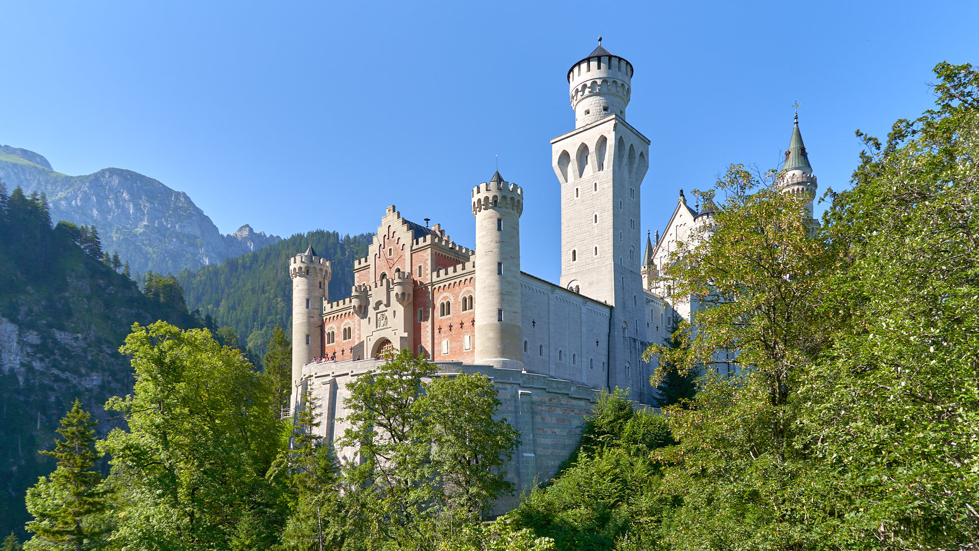 Front of Newschwanstein Castle