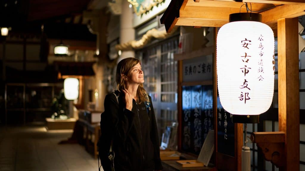 Ilona looking at a lantern in Japan