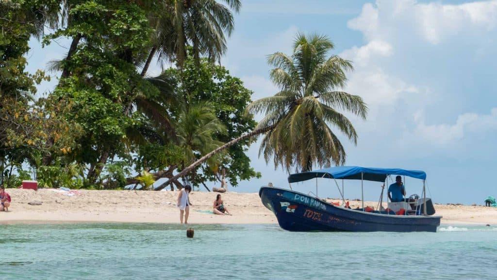 Boat in front of Cayos Zapatillos