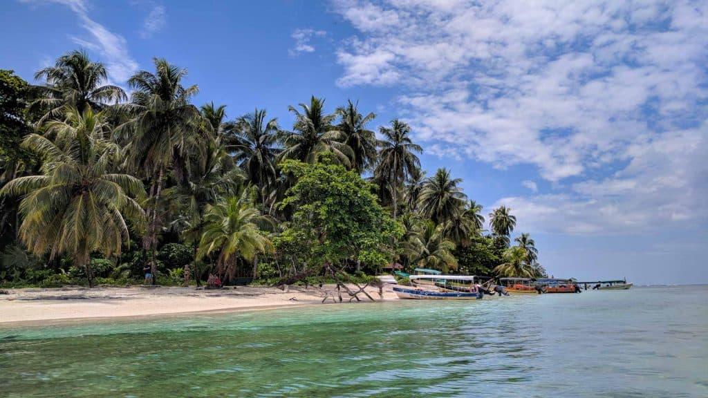 Cayos Zapatillas island