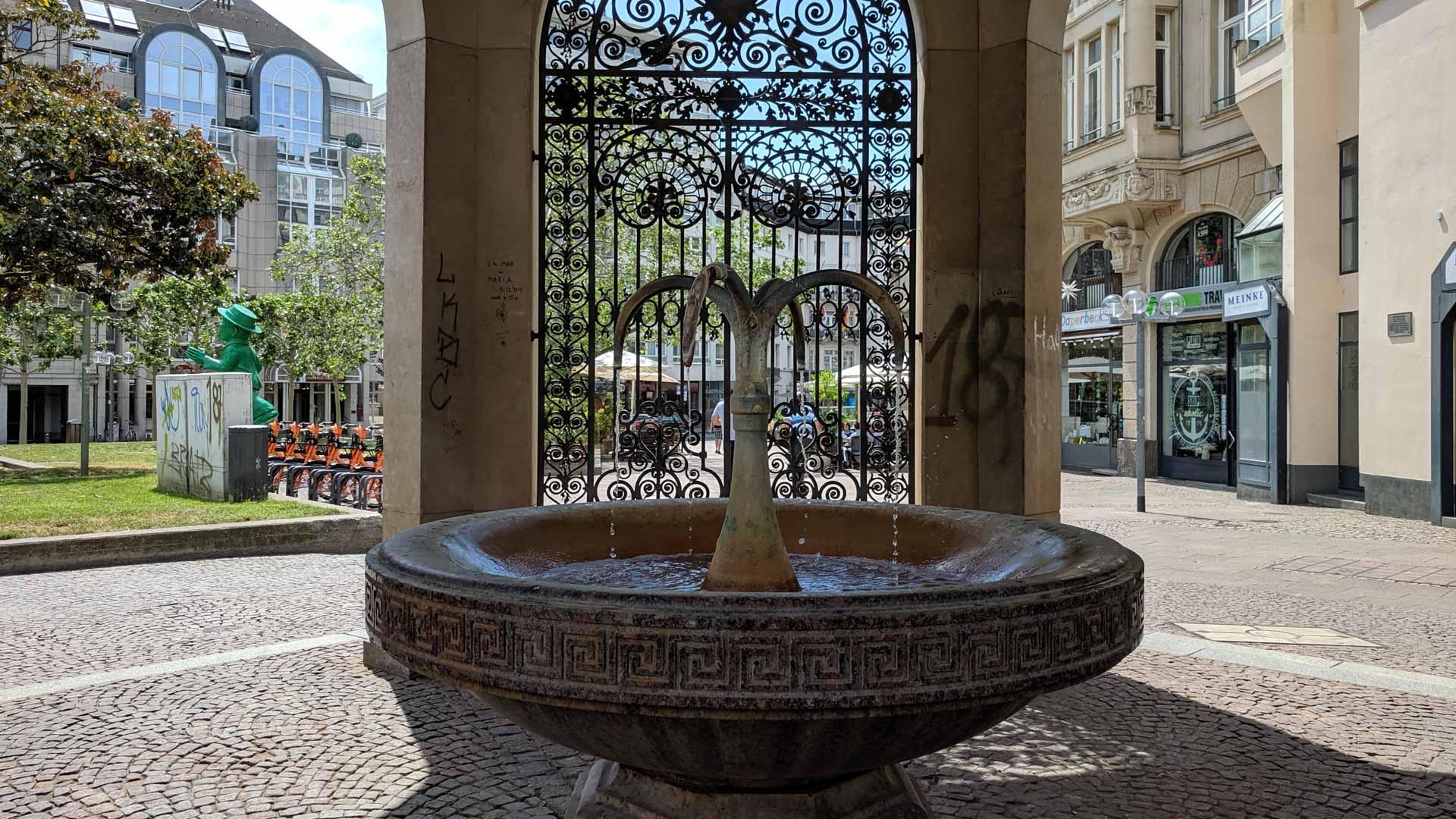 Kochbrunnen, another water fountain